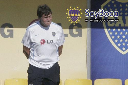 Falcioni en la practica de Boca Juniors