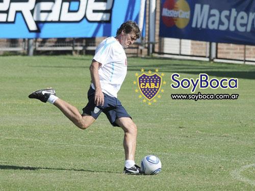 Falcioni en un entrenamiento previo al partido con Tigre