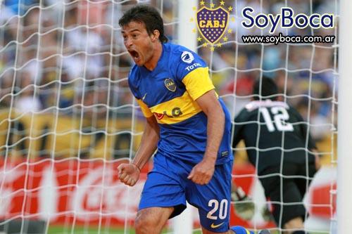 Cvitanich marca el primer gol de Boca